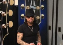 Sam Ash caught this pic of Dave Navarro at the Gibson Booth