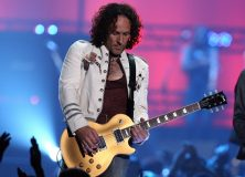 Amidst Cancer Diagnosis, Def Leppard Guitarist Vivian Campbell Plays On